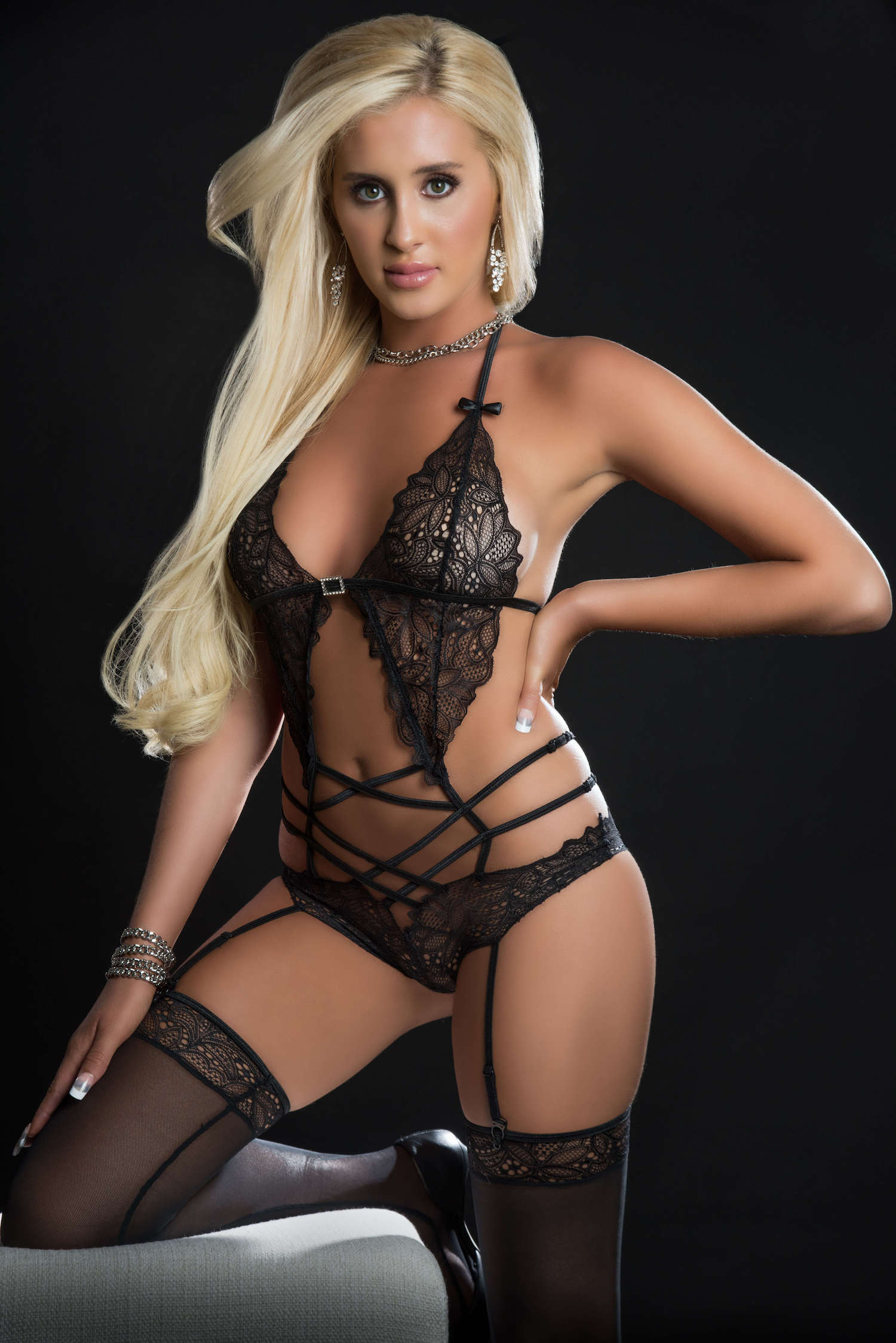 2pc Scalloped Lace Teddy With Garter and Stockings One Size - Blackout